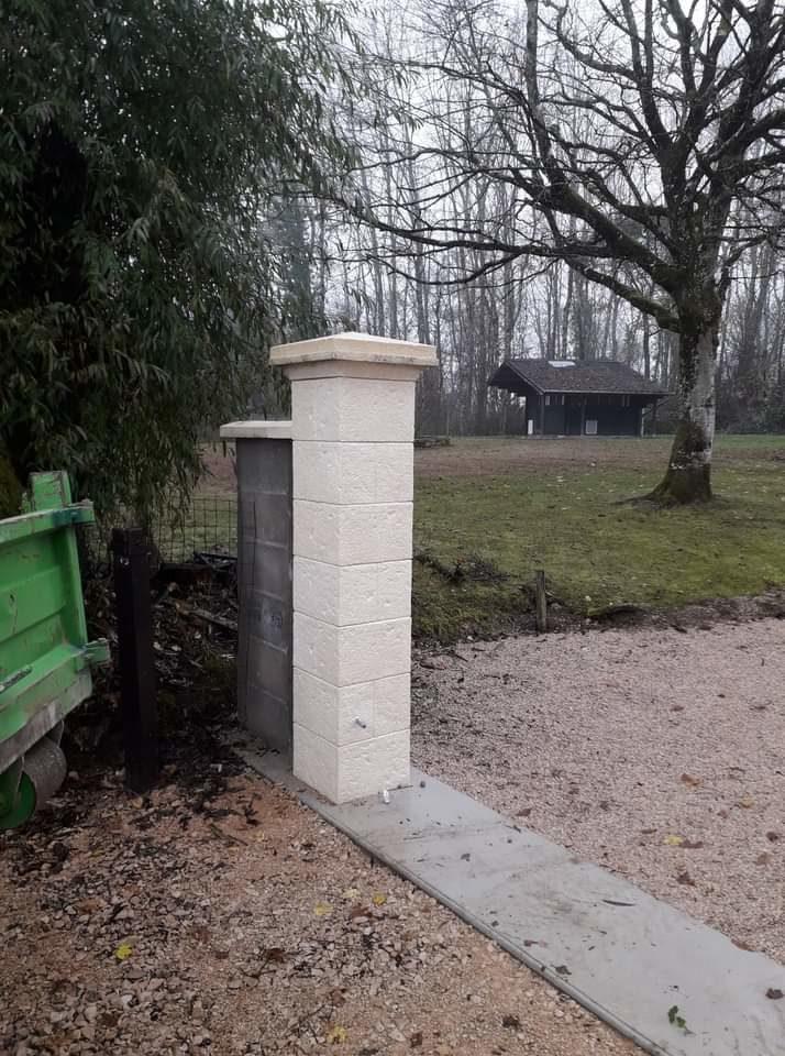 Pilier et seuil de portail