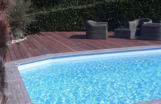 Terrasse en bois exotique et dallage en grès cérame sur plots