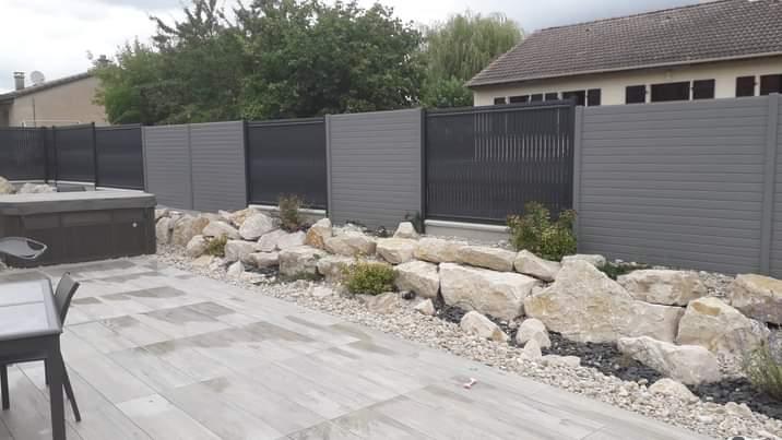 Clôture en panneaux rigides et panneaux en aluminium